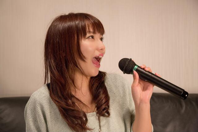https---www.pakutaso.com-assets_c-2015-05-NKJ52_karaokeutauonnanoko-thumb-1000xauto-15422