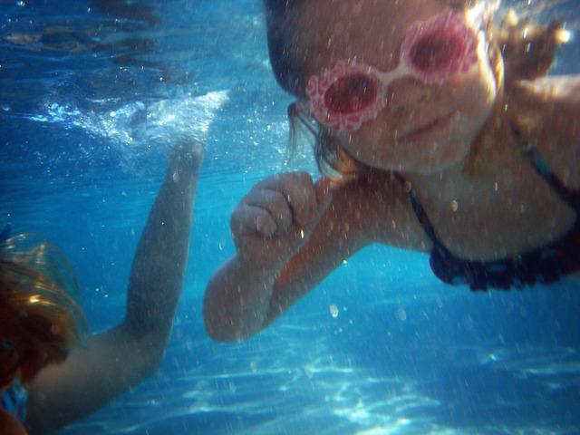 swim-240928_640