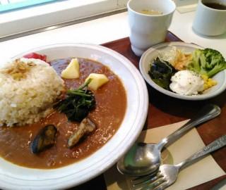 茶空楽(ちゃくーら)神田店でランチカレーを食べてみたよ!アリだった!?