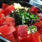 まぐろのなかだ屋(吉祥寺ハーモニカ横丁)でまぐろのづけ丼(690円)を食べてみたよ!和食ランチとしてどう!?